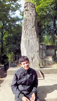P.L. 288 - stèle en écriture Inca - Luc Sapori